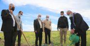 Tuşba'da ceviz ve badem fidanları toprakla...