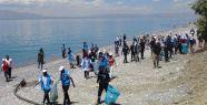 Van Gölü sahili temizlendi