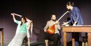 Van'da engellilerin tiyatro oyunu hem eğlendirdi...