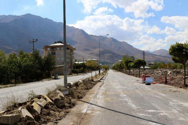 Van Büyükşehir, Gevaş'taki cadde yenileme çalışmalarına başladı