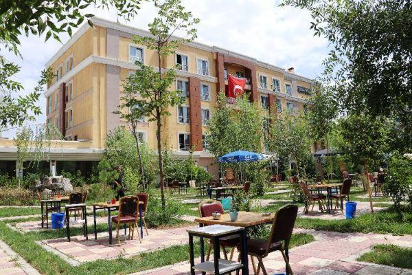 Van-Şişli Öğretmenevi bahçesi yeniden açıldı