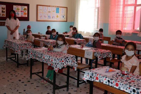 Van'da eğitim 'Edremit Karadut Şurubu' ile başladı